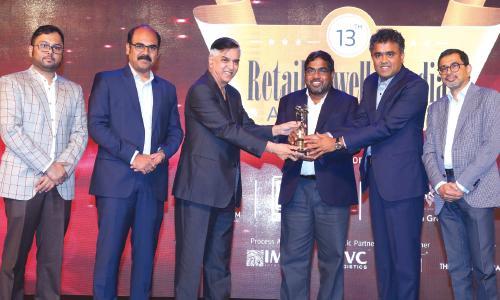 മലബാർ ഗോൾഡ് ആന്റ്  ഡയമണ്ട്സിന് റീട്ടെയിൽ ജ്വല്ലർ ഇന്ത്യ അവാർഡ് ലഭിച്ചു
